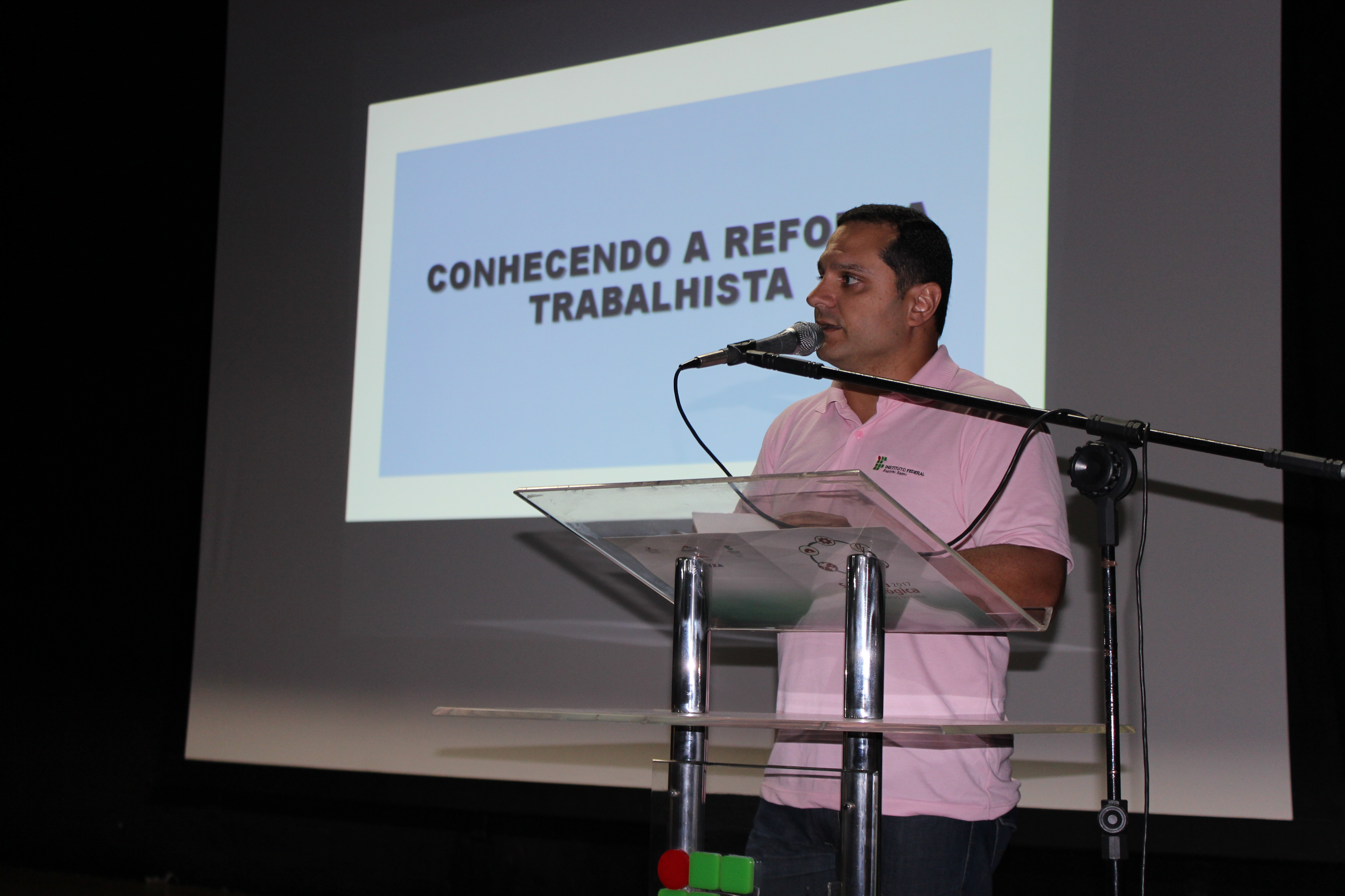 Rodrigo Marçal Pereira speaks to more than 1,200 attendees at the technology conference sponsored by IFES – Instituto Federal do Espirito Santo .