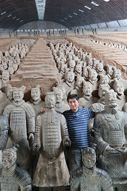Former Western Region Vice President Raymund Mui visits the Museum of Qin